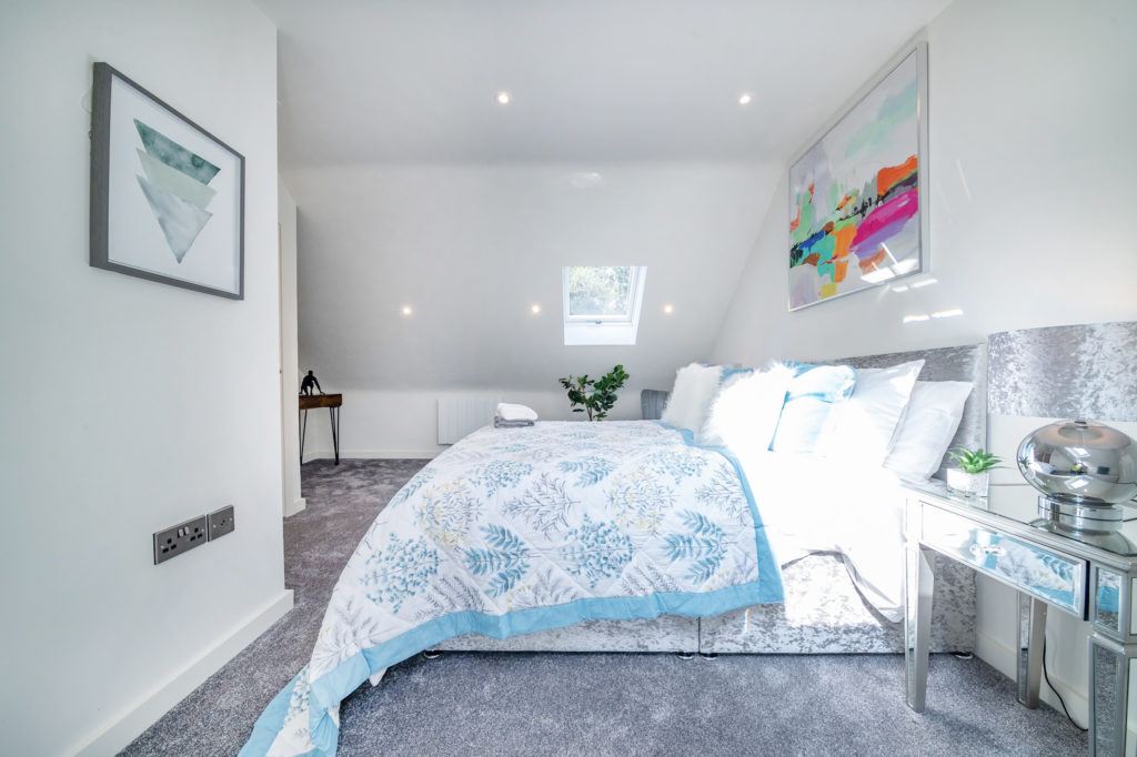 Cliff Oaks main double bedroom